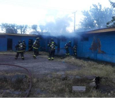 Incendio intencional afecta camarines del estadio Fiscal en San Felipe