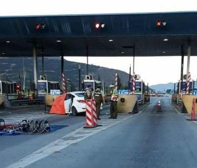 Adolescente de 16 años muere al chocar auto contra isla del peaje Las Vegas en Llay Llay
