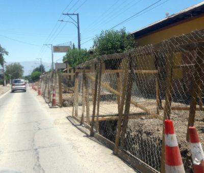 Por deuda nuevamente paralizan obras de alcantarillado San Rafael – Curimón