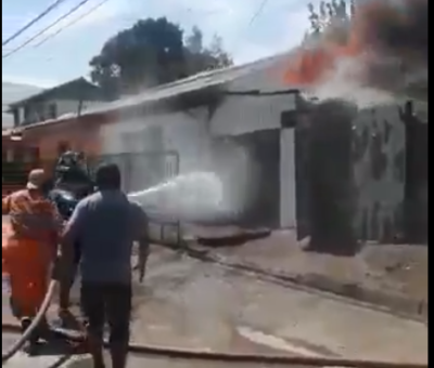 Fritura de pescado terminó en incendio que destruyó casa en población Arturo Prat en San Felipe