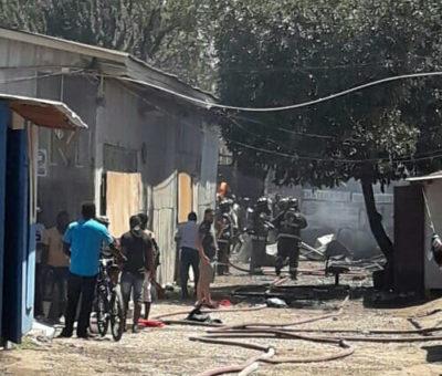 Incendio destruye precario inmueble arrendado por gran cantidad de inmigrantes en San Felipe