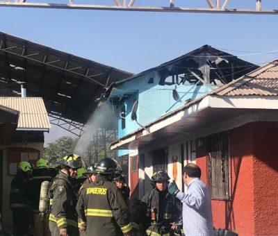 Incendio deja cuantiosos daños en cuartel de Bomberos de Santa María