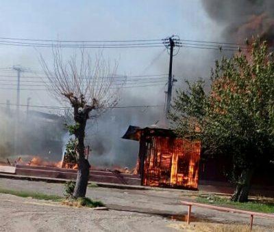 Incendio destruyó antigua bodega y camarines del estadio Fiscal de San Felipe