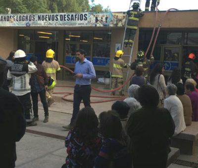 Incendio afecta dependencias de archivos del hospital San Camilo en San Felipe