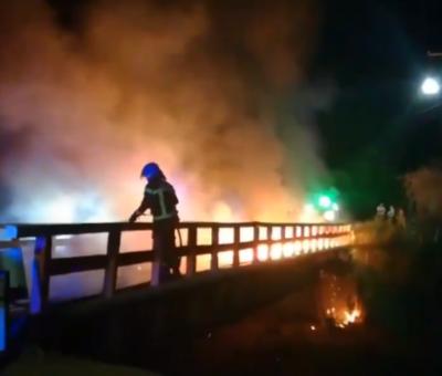 Desconocidos incendiaron puente 25 de Mayo en Tierras Blancas