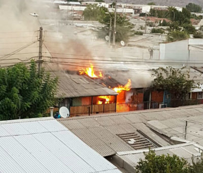 Incendio arrasó con dos casas en villa Santa Brígida en San Felipe