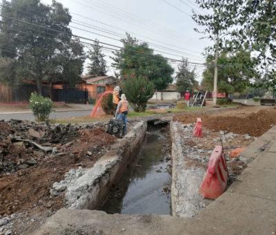 Vecinos molestos por cortes y desvíos de tránsito en cruce de avenidas Hermanos Carrera – Miraflores en San Felipe