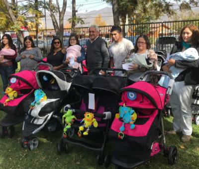 Programa municipal entrega coches a nuevas mamás de Rinconada