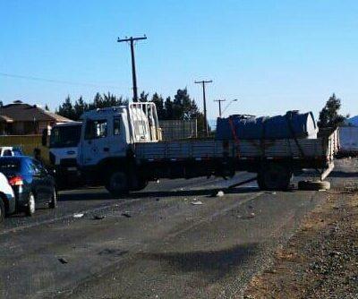 Camión municipal y camioneta de Seremía del Medioambiente colisionan en El Escorial