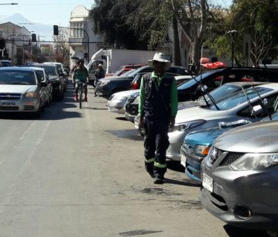 Empresa ignora notificación de término de contrato y sigue cobrando parquímetros en San Felipe