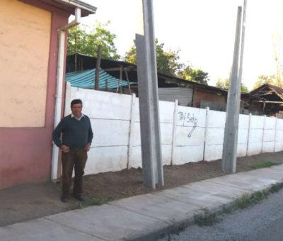 Vecinos de Santa María molestos con Chilquinta por instalación indiscriminada de postes en calle Rodríguez