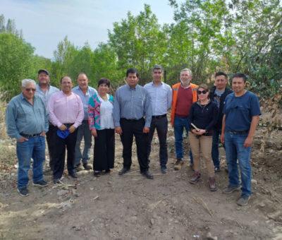 Autoridades de Gobierno comprometen construcción de pozos para entregar agua a pequeños agricultores en Santa María