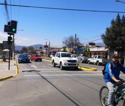 En Avenida Balmaceda con calle Ignacio Carrera Pinto inauguran el cuarto semáforo en Llay Llay