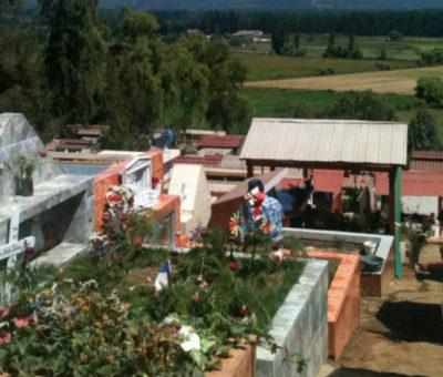 """Harán catastro para determinar cuántas son las familias estafadas con """"tumbas fantasmas"""" en Cementerio Parroquial de Catemu"""