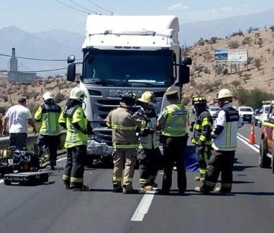 Turista británico murió al colisionar moto con camión en la cuesta Chacabuco