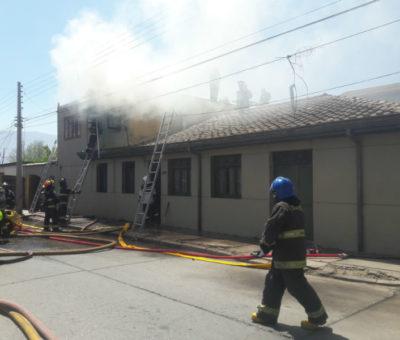 Incendio destruyó conocido taller de confección de timbres de goma y galvanos en San Felipe