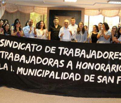 Trabajadores honorarios de la Municipalidad de San Felipe consiguen históricos beneficios