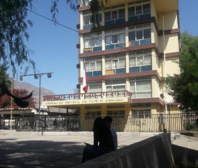 Gobernador Rodríguez rechazó ataque a pedradas que sufrió edificio gubernamental de San Felipe
